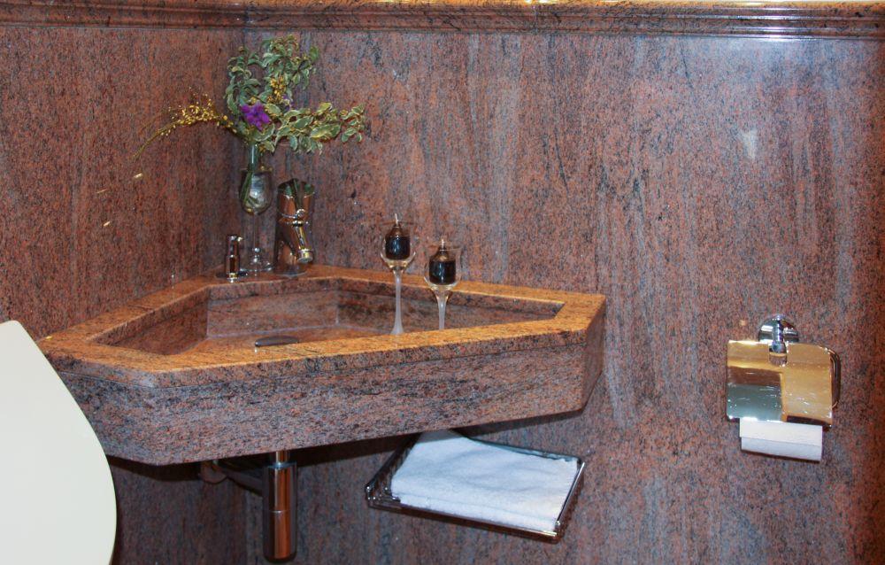 natursteine f r badezimmer dusche badewanne toiletten. Black Bedroom Furniture Sets. Home Design Ideas